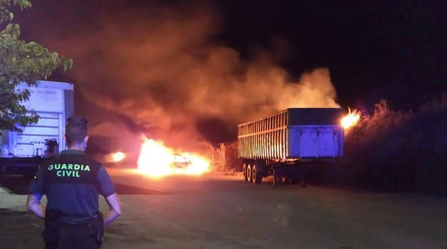 Incendio posiblemente intencionado de un vehículo en el polígono de Paternáin