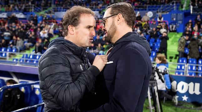 El saludo de Jagoba Arrasate y José Bordalás, antes del encuentro de la pasada temporada en Getafe.