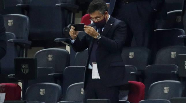 Foto de Josep Bartomeu en el Camp Nou durante el amistoso del Barcelona contra el Elche