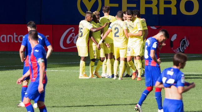 Los jugadores del Villarreal celebran el 2-1