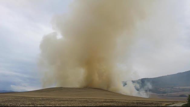 Incendio de unas rastrojeras en Pamplona