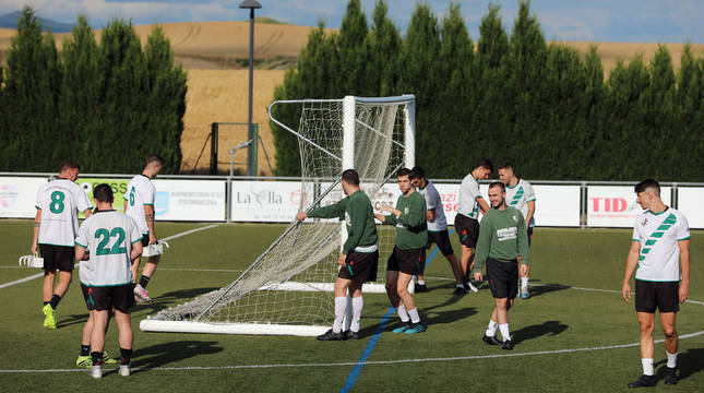 Los jugadores del Pamplona de Tercera División en un entrenamiento de la temporada pasada
