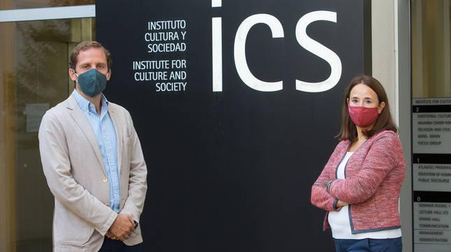 Los investigadores Javier García-Manglano y Charo Sádaba.