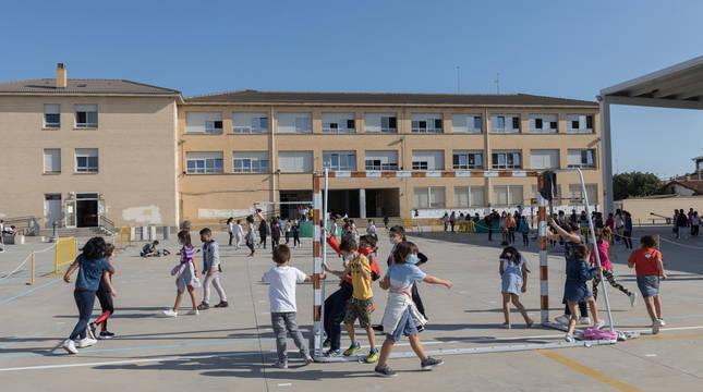 Exterior del colegio de Corella.