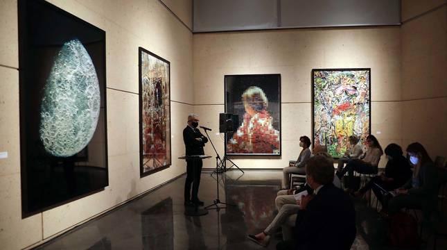 Inauguración de la exposición compuesta por un un total de 115 obras que recogen 25 años de trayectoria del artista brasileño Vik Muniz.