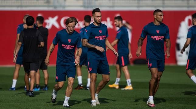 Foto del entrenamiento del Sevilla días previos a su encuentro con el Bayern.