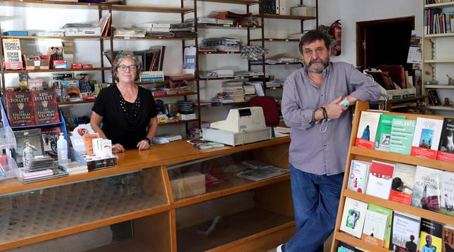 Cierra, tras 40 años vendiendo diarios, la librería de la calle Pedro I