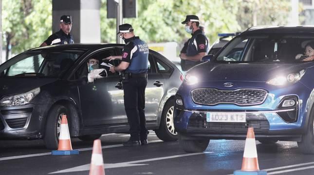foto de Agentes de la Policía Municipal de Madrid realizan controles de movilidad en el distrito de Puente de Vallecas