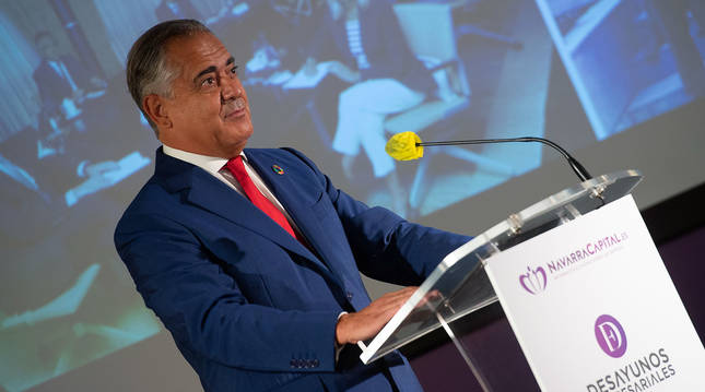 El presidente de la CEN, Juan Miguel Sucunza, durante su intervención este martes en Pamplona en los Desayunos Empresariales de NavarraCapital.es.