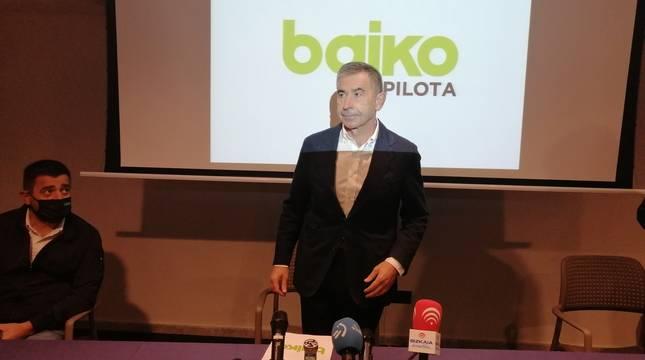 Joserra Garai, este jueves por la mañana en Bilbao antes de la rueda de prensa. Al lado, Pablo Berasaluze.