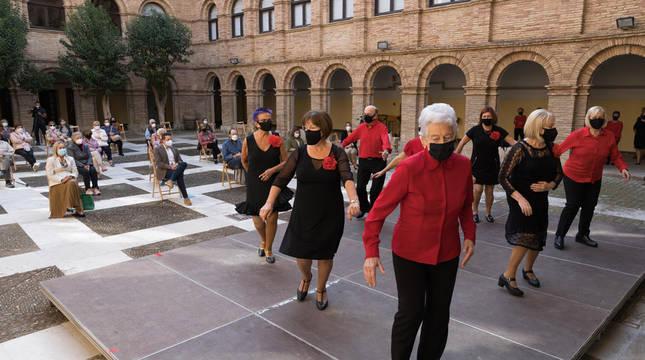 Grupo de baile de la Asociación de Jubilados de Tudela