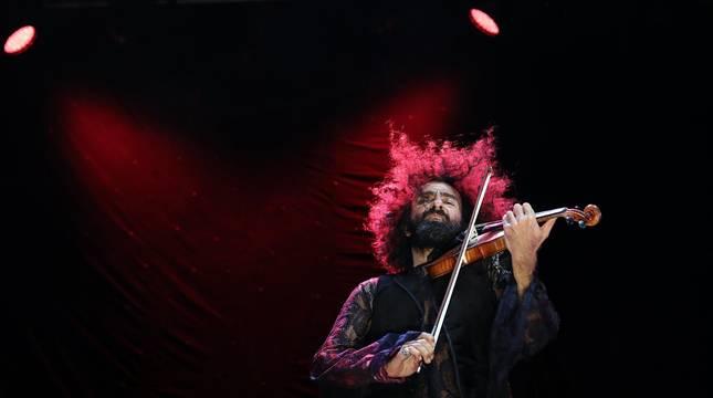El violinista libanés conmovió en el pabellón pamplonés, acompañado esta vez por el pianista cubano Iván 'Melón' Lewis.