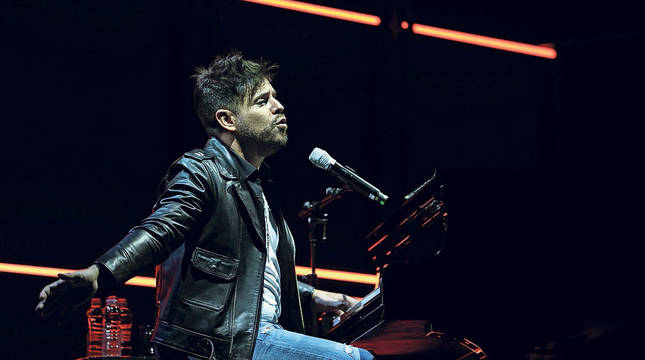 Pablo López, en un momento de su concierto en el Navarra Arena.