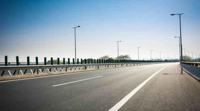 Vista general de una autopista vacía
