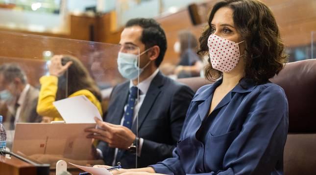 Foto del vicepresidente de la Comunidad de Madrid, Ignacio Aguado, y la presidenta de la Comunidad de Madrid, Isabel Díaz Ayuso, durante una sesión plenaria en la Asamblea de Madrid.