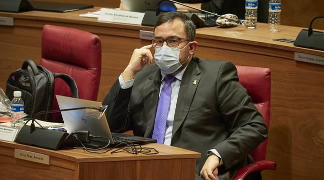 Javier Remírez, en el pleno del Parlamento foral.