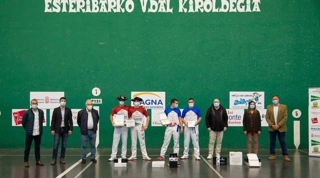 Foto del podio final, con los vencedores del XV Trofeo Comunidad Foral de Navarra de Remonte 2020.
