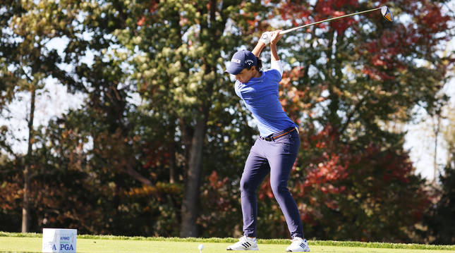 Caerlota Ciganda se dispone a salir del hoyo 3 durante la segunda jornada del PGA Femenino de KPMG