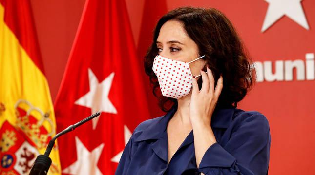 La presidenta de la Comunidad de Madrid, Isabel Díaz Ayuso, cubierta con una mascarilla en una comparecencia anterior.