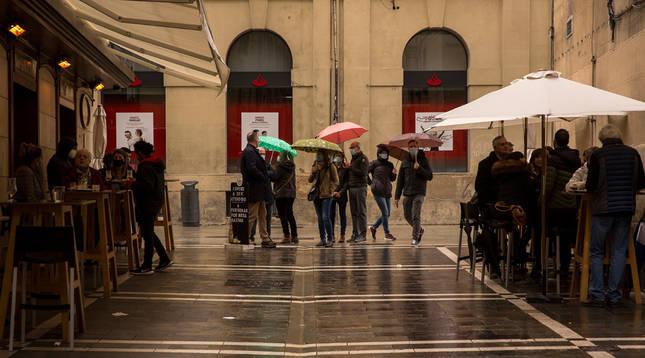 Navarra limita más los aforos y las reuniones públicas y privadas para frenar el coronavirus