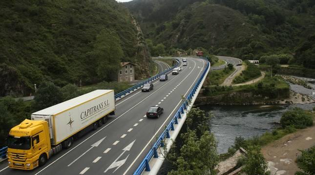 Foto del puente de Endarlatsa, entre Navarra y Guipúzcoa.