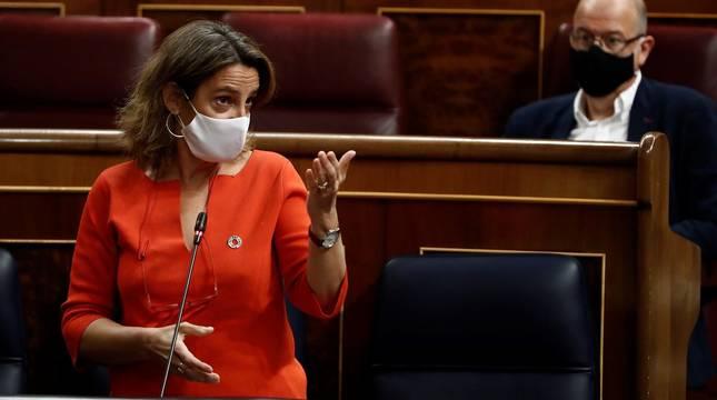 La vicepresidenta cuarta del Gobierno, Teresa Ribera, interviene durante la sesión de control al Ejecutivo este miércoles en el Congreso.