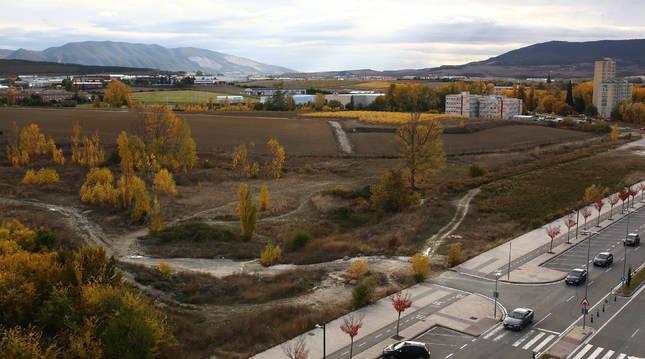 En los terrenos de la derecha, todavía municipales, está previsto que se construya el nuevo colegio.