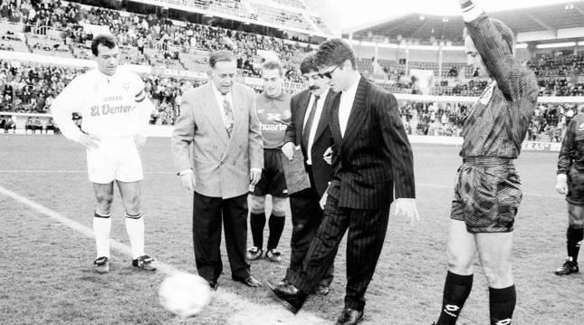 Serafín Zubiri hizo el saque de honor en 1994 tras su ascenso al Aconcagua, acompañado de su hermano Angel Lizoáin y en presencia de Daniel Zariquiegui y Eugenio Bustingorri. Fue un Osasuna-Albacete.