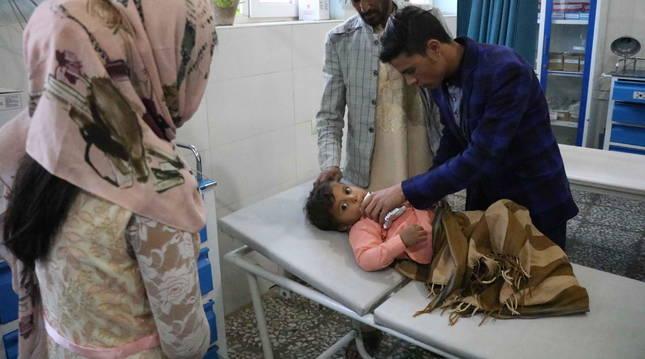 Un niño herido por una mina terrestre en Herat, Afganistán.