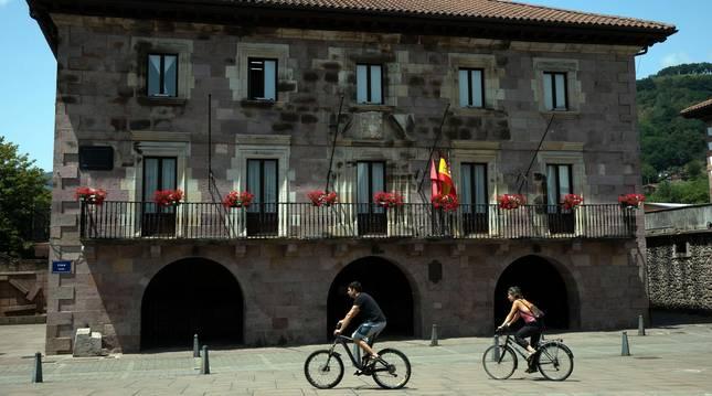 Foto de la Casa Consistorial del valle de Baztan, en Elizondo.
