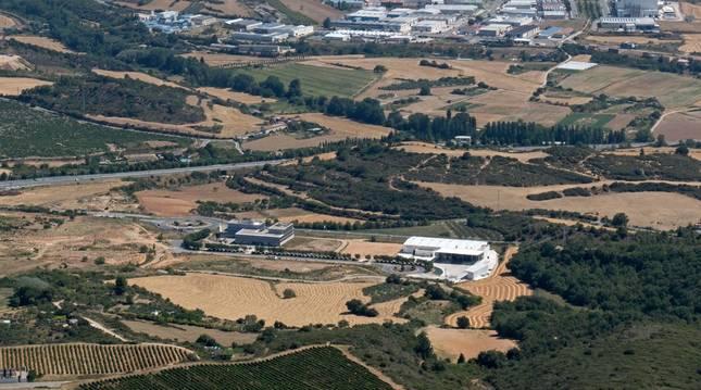Foto del polígono Miguel Eguía, con la parte desarrollada del Ctel y la planta de Kersia. La fase ahora en marcha se  extiende hacia la A-12.