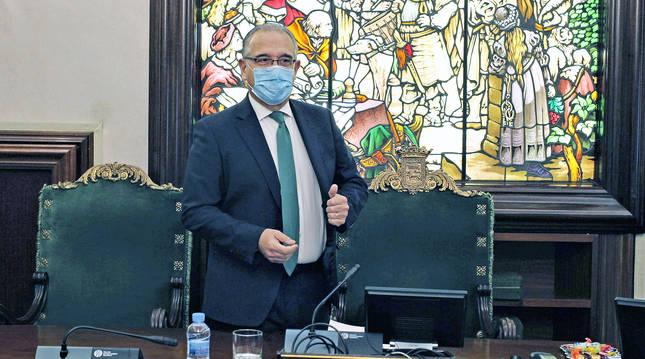 El alcalde Enrique Maya durante el Debate sobre el Estado de Pamplona celebrado este viernes.