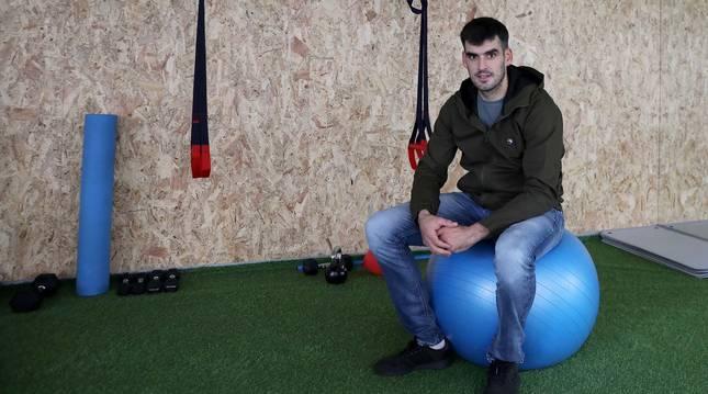 Joseba Ezkurdia, en una de las salas del gimnasio de Mutilva donde se entrena.