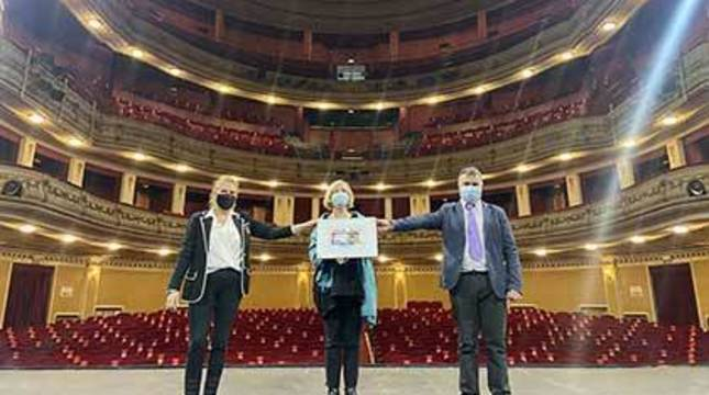 Valentín Fortún, delegado territorial de la ONCE; Pilar Herrero, presidenta del consejo territorial; y Gregoria Navarro de Luis, directora de la entidad, han presentado este cupón.