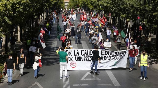 Manifestación de estudiantes en Granada contra el cese de las clases presenciales tras aumentar el número de contagios.