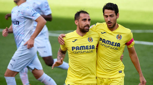 Paco Alcácer y Dani Parejo celebran un gol en la victoria frente a su ex-equipo.
