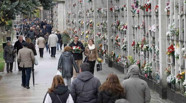 Será imprescindible mantener una distancia mínima de 1,5 metros en las visitas al cementerio de Pamplona.