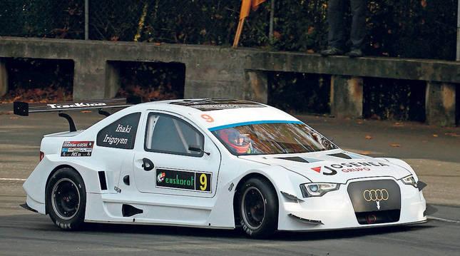 Irigoien, a los mandos de su Audi Tracking RC01, ayer en la carrera. Era el estreno del coche.