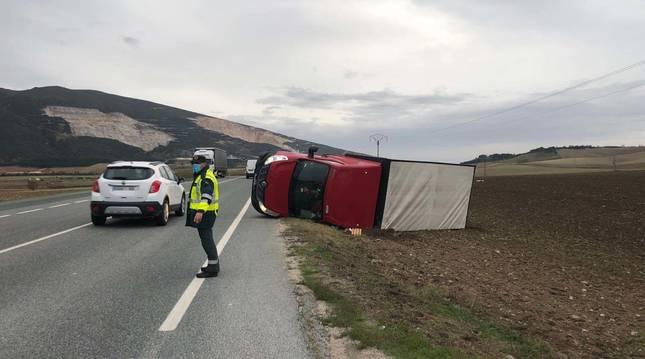Foto de la salida de vía de un camión en el término municipal de Tiebas (Navarra).
