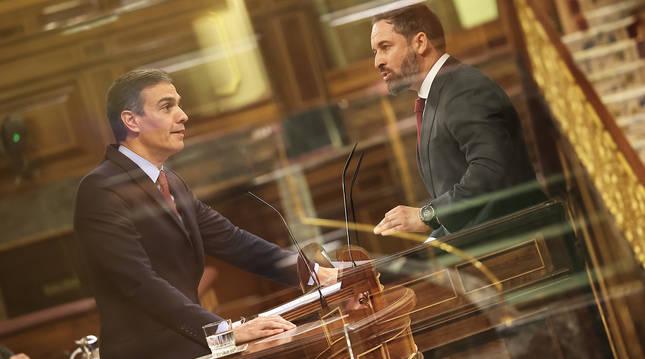 Pedro Sánchez (izda.) y Santiago Abascal (dcha.) en un montaje tras sus intervenciones en el Congreso de los Diputados.