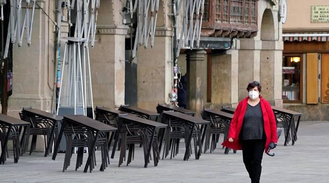 Fotos del primer día del confinamiento perimetral de Navarra.