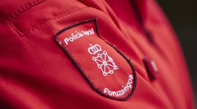 Detalle de la chaqueta de un agente de la Policía Foral de Navarra.