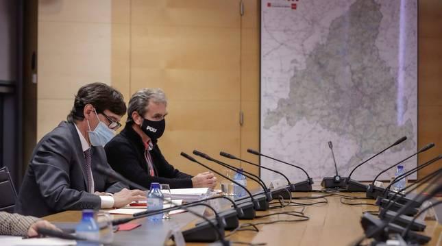 Foto del ministro de Sanidad, Salvador Illa, y el director del Centro de Coordinación de Alertas y Emergencias Sanitarias, Fernando Simón.