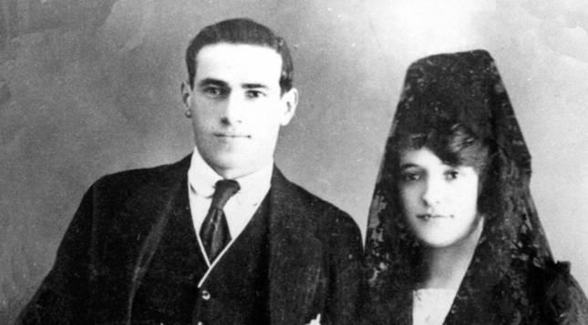 Fotografía de la boda de Ramón Bengaray Zabalza y Ramona Zapatero Zapatel en 1919.