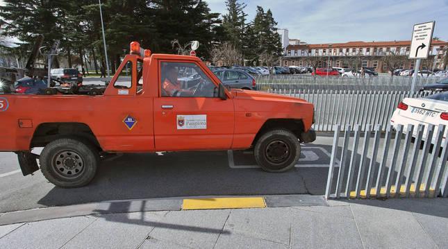 Imagen de archivo de una grúa municipal en la zona de hospitales