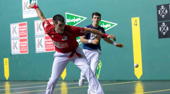 Ezkurdia y Martija, en la final del Cuatro y Medio que se disputó en el Navarra Arena.