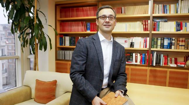 José Miguel Tabarés Cuadrado, en su despacho del Colegio de Registradores.