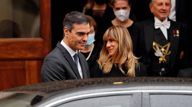 Pedro Sánchez y su esposa se reúnen con el Papa