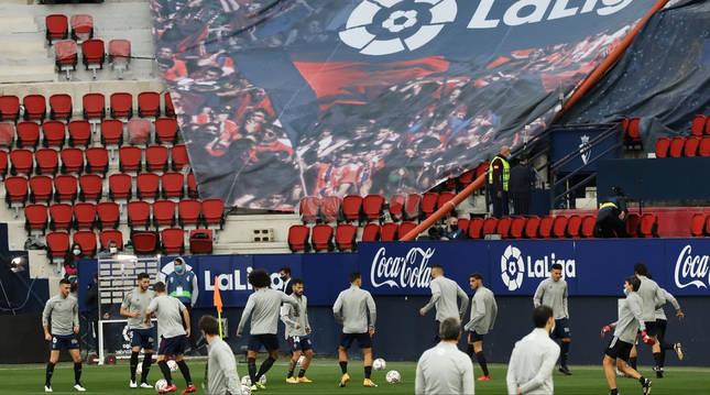 Calentamiento de los rojillos previo al choque contra el Athletic Club de Bilbao.