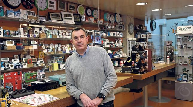 Foto de Pedro Chocarro Huesa, tercera generación del establecimiento Electrodomésticos P. Chocarro, ubicado en el número 19  de la calle Leyre.